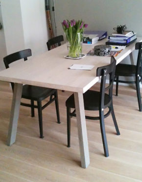 Design tafel Catwalker, massief eiken tafel