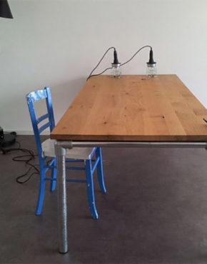 Steigerbuis tafel met massief eiken tafelblad