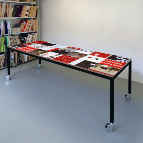 Bouwbord design tafel zwart rood, zwart frame