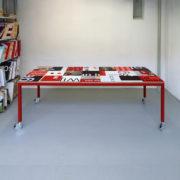 Bouwbord design tafel zwart rood, rood frame