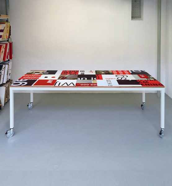 Bouwbord design tafel zwart rood, wit frame