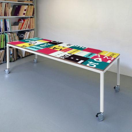 Bouwborden design tafel roze petrol, wit frame