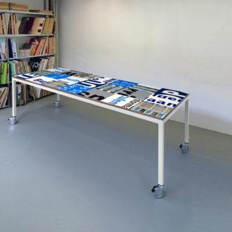 Bouwborden tafel blauw wit, wit frame