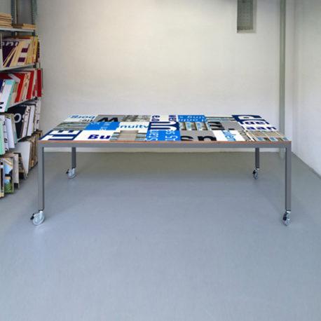 Bouwborden tafel blauw wit, grijs frame