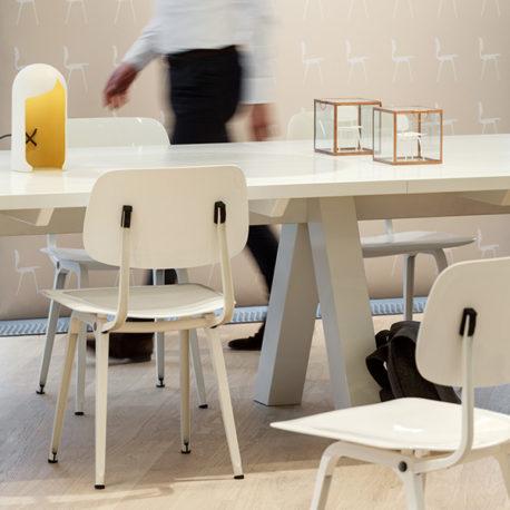 Design stoel Revolt, wit