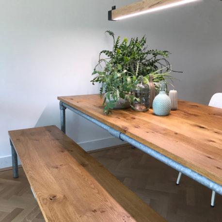 Steigerbuis tafel op maat, rustiek eiken blad