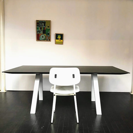 Design tafel Arki HPL zwart, frame wit