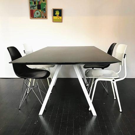Design tafel Arki zwart wit