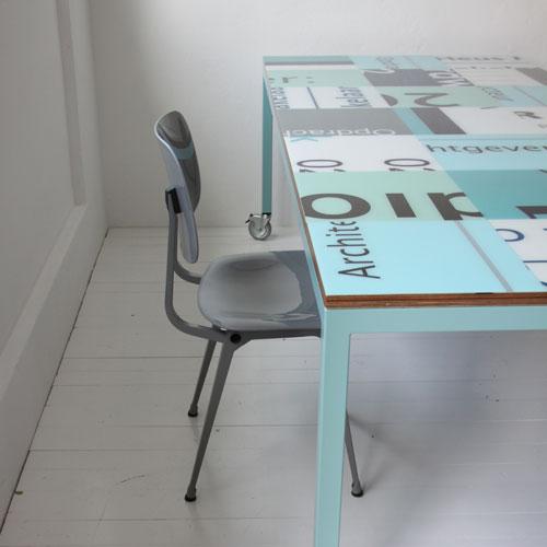 Hergebruikte bouwborden design tafel op maat