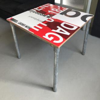 Steigerbuis tafeltje 80 x 80 cm rood
