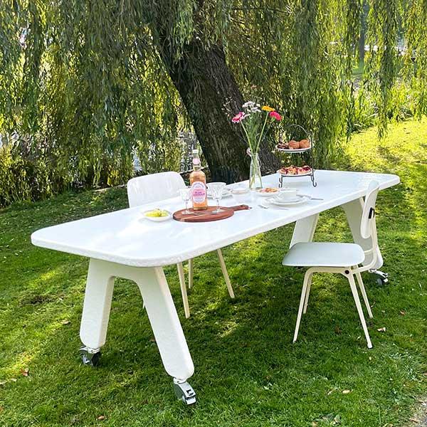 Verrijdbare kunststof design tafel